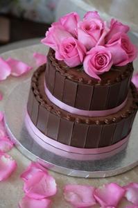 Comment faire un gâteau de mariage de boue au chocolat
