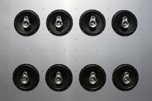 Façon de brancher quatre enceintes sur un ampli 2 canaux