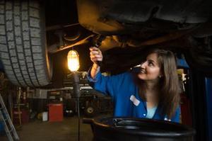 Où est la pompe à huile à un 97 Pontiac Trans Sport ?