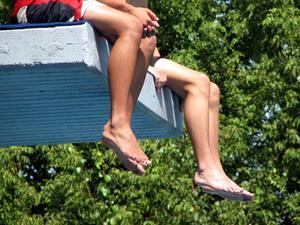 Comment traiter les poils incarnés sur les jambes