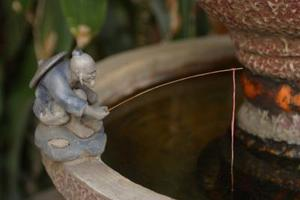 Comment faire pour ralentir le débit d'eau dans une fontaine