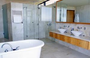 Comment encadrer un miroir de salle de bain avec le b ti - Comment coller un miroir de salle de bain ...