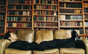 Comment assombrir une tache lumineuse sur un canapé cuir Aniline