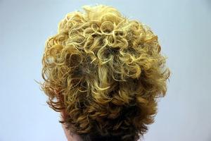 Comment boucler les cheveux court avec lisseur