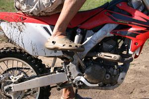 Comment tendre une chaîne sur une moto