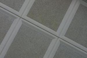 comment installer un plafond suspendu en bas des escaliers. Black Bedroom Furniture Sets. Home Design Ideas