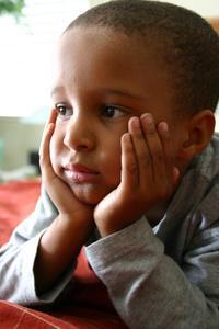 Coiffures courtes pour les enfants noirs