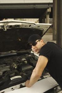 Comment remplacer le filtre à essence sur un 1986 Mercedes Benz 300E