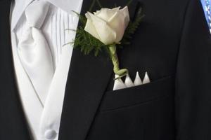 Comment choisir un smoking pour un événement cravate noire