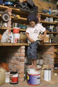 Comment décorer la chambre d'un garçon à ressembler à un Garage