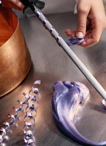 Comment faire des décorations de sucre tiré