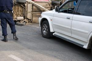 Comment faire pour tirer les voitures avec une sangle de remorquage