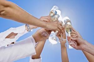 Comment décorer les verres à vin pour les mariages
