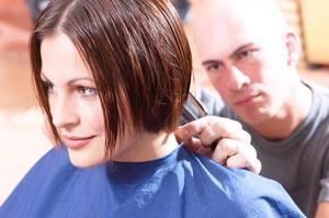 Coupes de cheveux pour les filles avec les cheveux courts & couches
