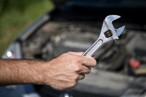 Comment faire pour supprimer un boulon manivelle Audi 2.8