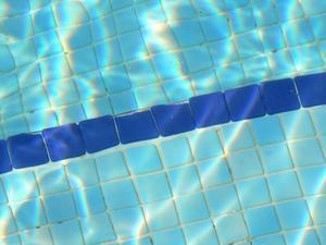 Comment faire pour supprimer le Calcium s'accumule sur des carreaux de piscine