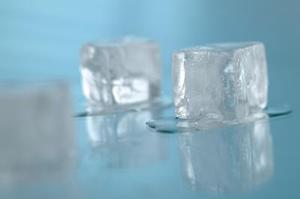 Mon réfrigérateur Whirlpool machine à glace maintient le gel vers le haut