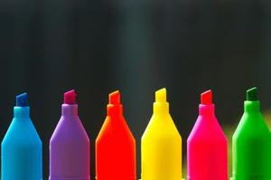 Comment attacher des T-shirts de colorant à l'aide de Sharples et l'alcool à friction
