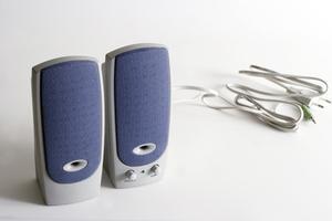 Comment raccorder des haut-parleurs à un téléviseur sans un amplificateur