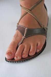 Quelles sont les causes d'un engourdissement dans le pied gauche ?