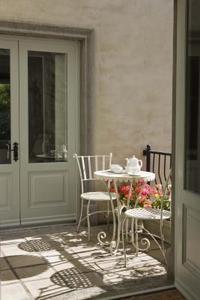 Comment faire pour restaurer des meubles de jardin