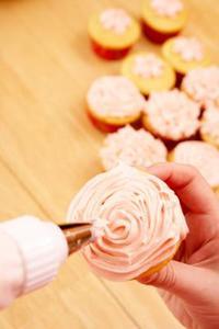 Comment Cupcakes avec embouts en forme d'étoile de glace