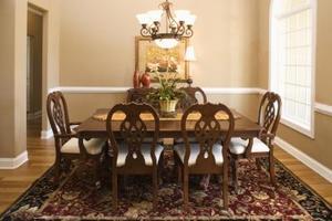Idées pour une salle à manger avec deux différentes cimaises couleur & lambris