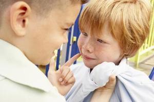 Les droits légaux des enfants mineurs en diffamation de caractère sur un enfant