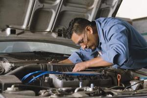 Comment faire pour remplacer la ceinture de l'AC sur un Silverado de Chevrolet 2000