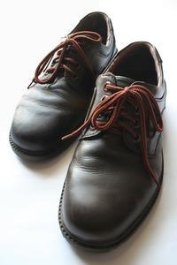 Comment réparer des fissures dans les chaussures en cuir & bottes