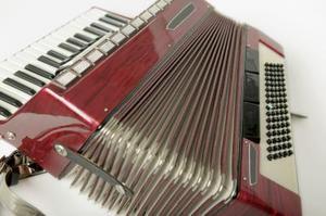 Outils pour réparer un accordéon