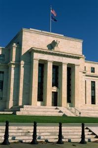 Quel est le décalage de temps dans la politique monétaire ou budgétaire ?